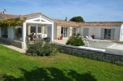 ile de ré Beautiful spacious house with heated pool on a large fenced