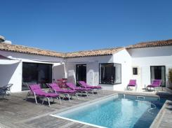 ile de ré Villa with heated pool